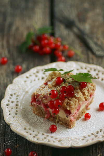 punase-sc3b5stra-kook-hapukoore-ja-martsipaniga-red-currant-cake-with-sour-cream-and-marzipan_640.jpg