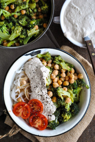 Vegan2Brice2Bnoodles2Bwith2Bbroccoli2Band2Bchickpeas.jpg